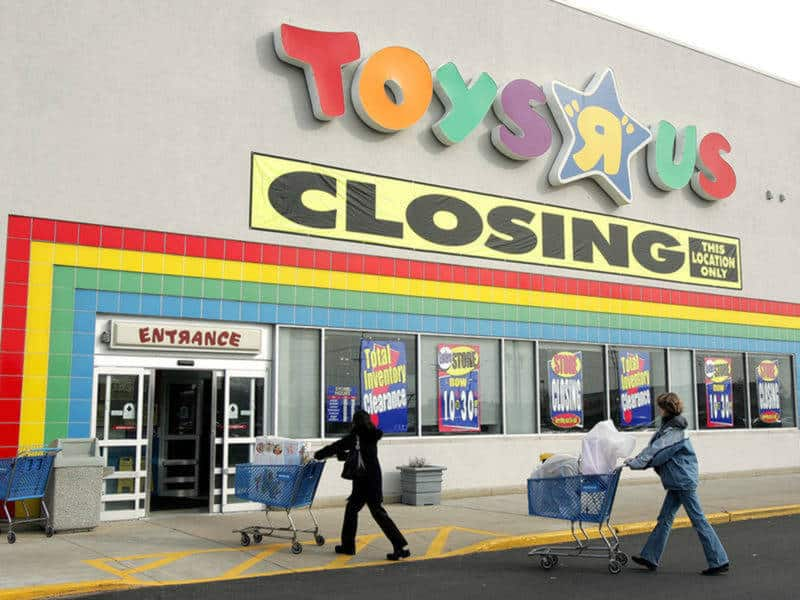 ARLINGTON HEIGHTS, IL - JANUARY 10: Shoppers push their carts toward a Toys R Us store entrance January 10, 2006 in Arlington Heights, Illinois. Vornado Realty Trust, which bought the company last year, announced on Monday, January 9, 2006 that Toys R Us is closing 87 stores including this location, twelve of them will reopen as Babies R Us locations. (Photo by Tim Boyle/Getty Images)